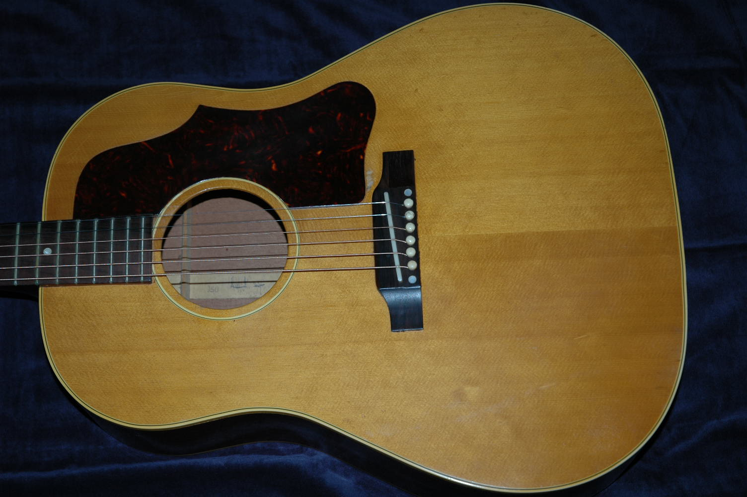 pic of Gibson J50 Guitar